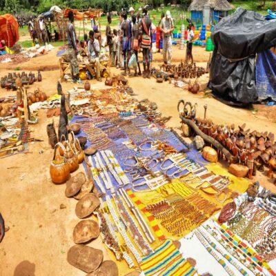 Субботний рынок сувениров в Джинке Эфиопия