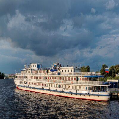 Теплоход на Волге Казань Татарстан