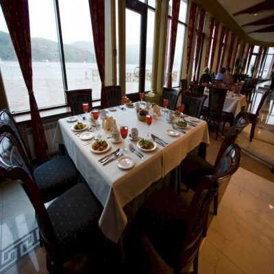 Ресторан «Легенда Байкала» с видом на Ангару