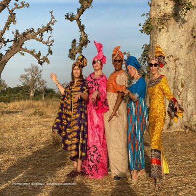 Группа в национальных нарядах Сенегал