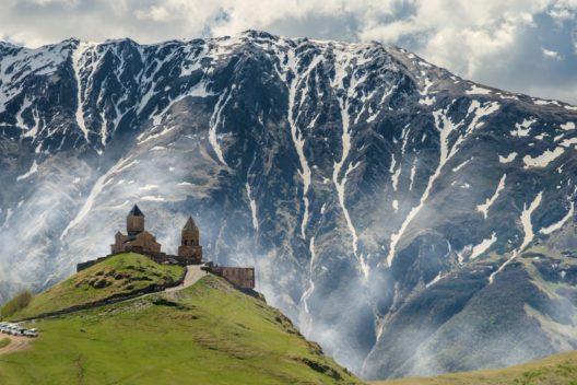 Майские праздники в Армении и Грузии