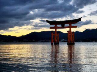 Нам никак не остановиться. Ещё одна партия фотографий из прошедшей недавно Чиптрип-экспедиции по Японии.  Прелесть этой страны ещё и в том, что путешествовать там можно (и нужно) круглый год. Мы снова собираем группу, и на этот раз отправляемся знакомиться с Японией в её неповторимом зимнем очаровании и величественной гармонии. Стартуем 21 января и за 12 дней проедем через Токио, Нагано, Такаяму, Нагойю и Киото. Цена — 1799$ + а/б. Присоединяйтесь!  Подробности в direct или на почте cheaptripexpedition@gmail.com  #спецпроектч #cheaptripexpedition#япония #кудаменяпослалчиптрип