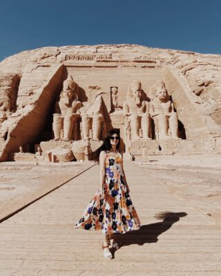 Про путешествие в Египет в цифрах 13 дней  21 человек 8 городов  3 пирамиды  8 храмов 4 гробницы  2 мумии  1 римский амфитеатр и 1 римское кладбище  1 полёт на воздушном шаре 1 круиз по Нилу  1 ночной поезд  1 проезд на маршрутке  1 спасенный телефон, дважды 3 лодки и 1 корабль 4 дня на море  Закаты и рассветы  Восточные рынки Фейверки и салюты  Бесконечное количество котиков и кофе Ночные разговоры и шутки  Рестораны и забегаловки Фаршированные голуби, креветки Джамбо и много булок Танцы и ночные купания Тутанхамон за 300  И минус 1 фабрика алибастера🤷🏻♀️ 🇪🇬🇪🇬🇪🇬🇪🇬  Пожалуй, на этом я закончу своё повествование о Египте, но вы всегда можете спросить меня, если будут вопросы😉 Пора уже врываться в зиму❄️ #yusuffova_egypt #abusimbeltemple