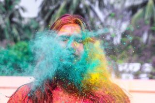 Когда через всю Индию начинают двигаться густые облака неонового цвета – значит наступил фестиваль Холи. Один из самых красивых праздников Индии, Холи символизирует наступление весны и начало Нового года по индийскому календарю.  Это красочные парады, народные песни, танцы и  веселье. Толпы людей осыпают друг друга яркими красящими порошками и обливают водой, используя любое доступное «оружие» — брызгалки, бамбуковые трубки, водяные пистолеты и даже самодельные водометы. Визжащие от восторга взрослые и дети, дома, машины — всё становится разноцветными. По улицам в удивлении бродят выкрашенные во все мыслимые и немыслимые цвета коровы.  Если вы станете участником Холи, помните: чем больше на вас будет краски, тем больше удачи сулить вам новый год!  Антистрессовая Чиптрип-экспедиция по Золотому треугольнику и штату Раджастан встречает Холи в древнем городе Пушкар. Присоединяйтесь к нам!  Даты: с 16.03 на 14 дней/13 ночей  Маршрут: Дели (2 ночи) – Агра (1 ночь)- Джайпур (2 ночи) – Пушкар (2 ночи) – Джохпур (2 ночи) – Джайсалмер (2 ночи) – Удайпур (2 ночи)  Язык общения – РУССКИЙ! (сопровождать экспедицию будет опытный адепт Чиптрипа)  Стоимость 890$ +а/б  Подробности в direct или на почте cheaptripexpedition@gmail.com #спецпроектч #cheaptripexpedition #холи #индия